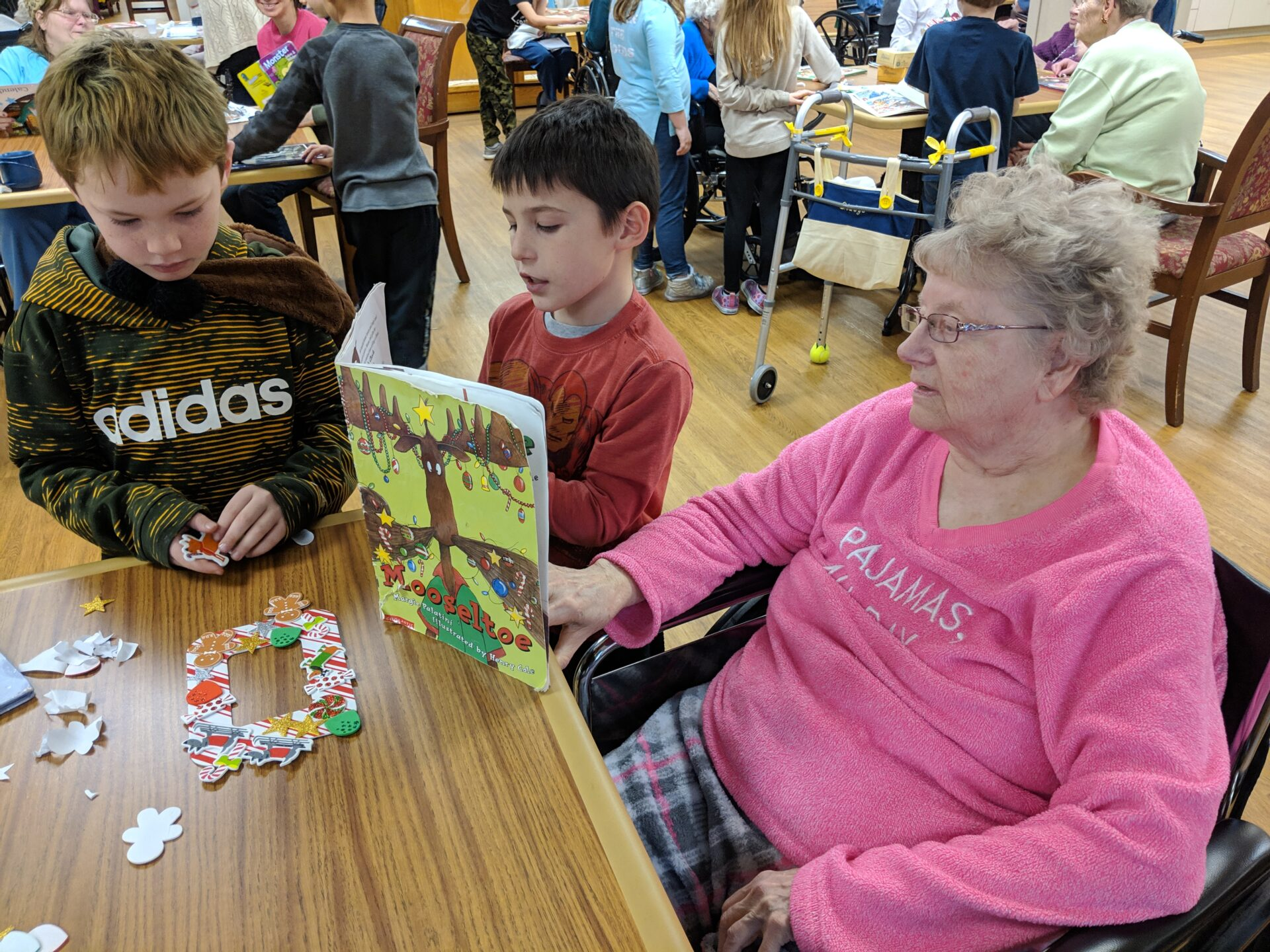 2nd grade students reading to residents